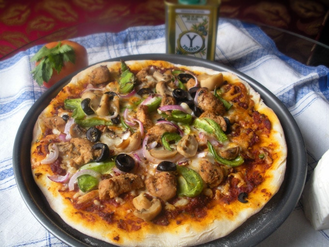 Spicy Pizza with Chicken Fajita Topping | Becky Keeps House - This spicy pizza recipe makes delicious, Brooklyn-Style homemade pizza a snap, even if you don't have a pizza stone or peel!